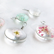 NEW New: charms with dried flowers!