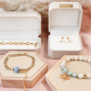NEW NEW! Trendy Jewellery box + displays