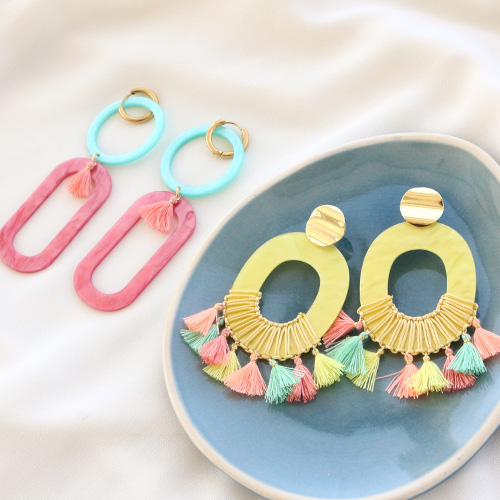 Get inspired: summery earrings with resin pendants