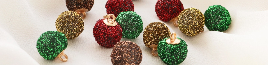 Pompom charms and beads to spice up your jewellery